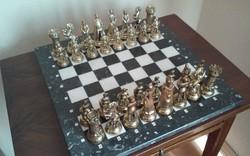 Antik nagyméretű tömör réz sakk készlet márványtáblán+ANTIK ASZTAL