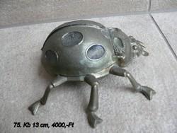 Bogár alakú hamutartó