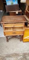 Eladó Antik kétfiókos kisasztal