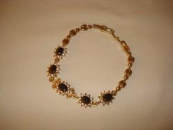 Divat ékszer arany színü KARKÖTŐ  csodaszép fekete köves finoman elegáns karkötő 20 cm