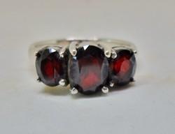 Szépséges gránátköves ezüst gyűrű
