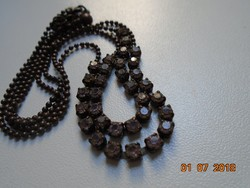 Lila csiszolt,fazettált 2 soros köves (16 db x 2) nyakék nagyon apró óarany gyöngyökkel
