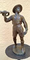 Siklódy Lőrinc bronzszobor  -cserkészfiú 1926-