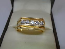 Csodálatos  arany gyűrű szép szikrázó gyémántokkal
