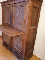 Különleges régi faragott rátétes dolgozó szekrény
