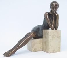"""Czobor Sándor """"Kőkockán könyöklő"""" c. bronzszobor eredetiségigazolással, ingyenes házhoz szállítással"""