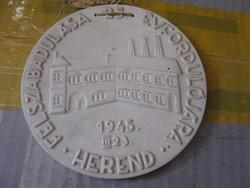 Herendi porcelán plakett Herend felszabadulásának 25. évfordulójára (árengedmény!)