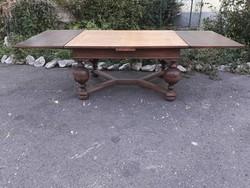 Hatalmas barokk stil asztal.