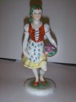 Herendi figura. Lány virágkosárral.