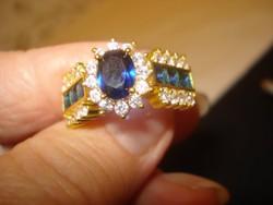 Divatékszer arany színű gyűrű   csodaszép kék kővel érdekes kidolgozással 9-es méret