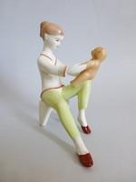 Aquincum porcelán macival ülő kislány