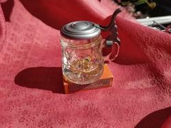 Parányi fém tetejű üveg korsó