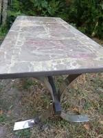 Retro képcsarnokos márványlapú asztal