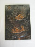 Réz kép fali dísz fiókáit etető madár