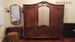 Neobarokk háromajtós szekrény