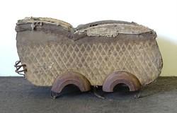 0X959 Antik hatalmas babakocsi roncsolt állapotban