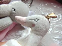 Baba alvós kendő - arany koronás fehér hattyú