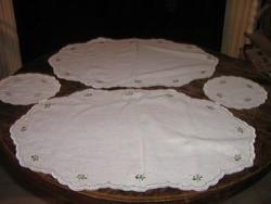 Gyönyörű hímzett madeira terítő garnitúra új