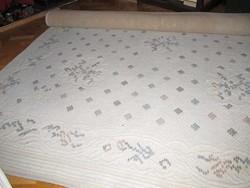 2x3 méteres világos szőnyeg