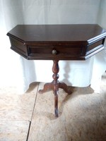 Ritka alakú antik fiókos póklábú konzol asztal