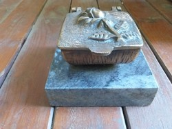 Bronz tároló márvány talpon 3,3 kg!!