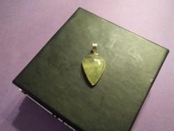 Prechnit köves ezüst medál