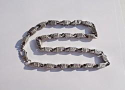 59 cm. hosszú, 8 mm széles fémjelzett nyaklánc