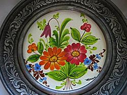 Kézzel festett, szignált porcelán, ón, jelzett, akasztós keretben