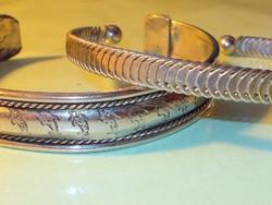 Tibeti ezüst mintás 2 db kézműves Karperec
