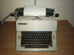 Vintage retró Optima M16 írógép a 70-es évekből  ingyen postával