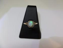 Antik arany gyűrű opállal és gyémántokkal