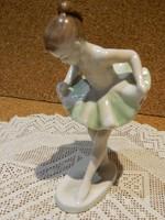 Ritkább festésű Hollóházi balerina.
