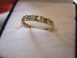 Tömör arany gyűrű valódi smaragd és brill csiszolású gyémánt kővel