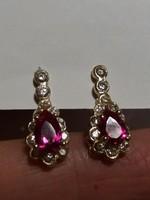 Rózsaszín csepp alakú köves arany fülbevaló