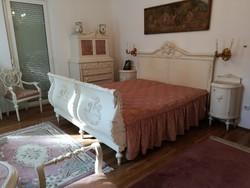 Luxus, fehér 100 éves antik komplett hálószoba garnitúra (ágy, fésülködőasztal, szekrény, asztal