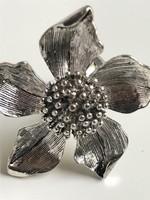 Ezüstözött, virágos gyűrű, 4,5 cm-es virágfejjel!