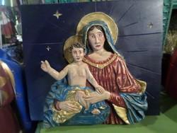 39 x 33 x 5 cm-es , falapból kifaragott Mária a kis Jézussal .