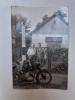 """Régi motoros fotó vintage férfi fénykép """" Forráskúti Takarékszövetkezet """""""