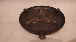 Fémműves iparművész bronz hamutartó busókkal