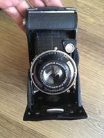 Antik Voigtlander Bessa harmonikás fényképezőgép tokjában.