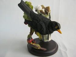 Fekete rigó madár figura