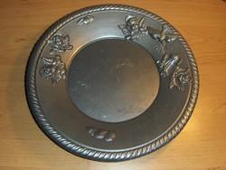 Domború angyalkákkal díszített tányér 25 cm (n)