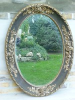 Gyönyörű, ovális tükör, plasztikus rózsa díszítéssel