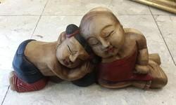 Kinai szerelmes pár, nagyméretű fafaragás, 27 x 53 cm-es.