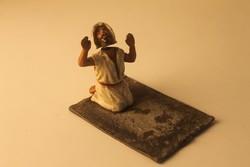 Imádkozó dervis szobor, festett bécsi ón asztaldísz