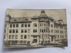 Régi képeslap K.u.k. hadsereg bélyegző Iskola épület üdvözlőlap 1916