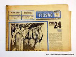 1969 április 18  /  MAGYAR IFJÚSÁG  /  SZÜLETÉSNAPRA! RÉGI, EREDETI ÚJSÁG. Szs.:  11774