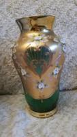 Dúsan aranyozott Bohemia váza plasztikus virágmintákkal