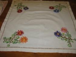 Régi hímzett  vászon terítő  64 cm x 64 cm