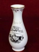 Ausztriai porcelán emlék váza, fekete/fehér, 11 cm magas.